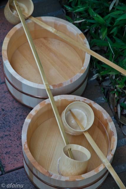桶と柄杓と水と