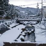 雪景色の温泉街