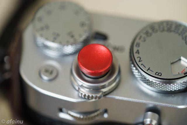 赤いシャッターボタン